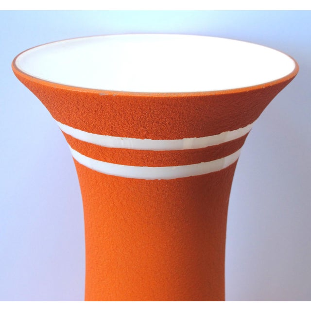 Mid-Century Modern A Tall and Striking American 1960's Orange Glazed Vase With White Ground For Sale - Image 3 of 5