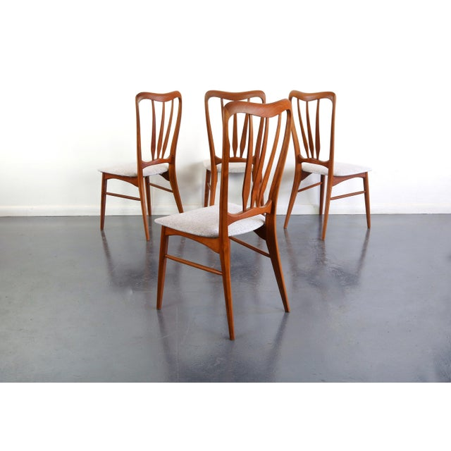 About this Gorgeous Set of 4 Koefoeds Hornslet Ingrid Chairs Sinuous sculpted curves with delicate supports carved from...