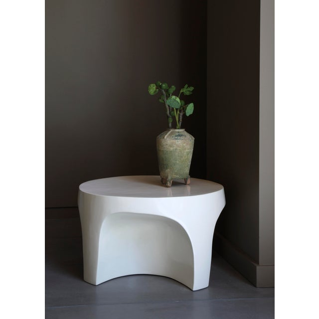 Robert Kuo Cream Lacquer Curve Table by Robert Kuo, Limited Edition For Sale - Image 4 of 5