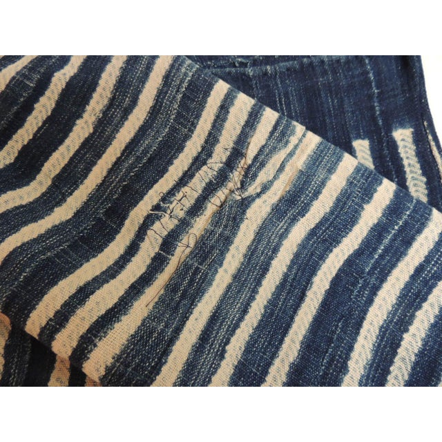 1980s Vintage Blue and White Yoruba and Baule Warp Artisanal Cloth With Fringes For Sale - Image 5 of 6