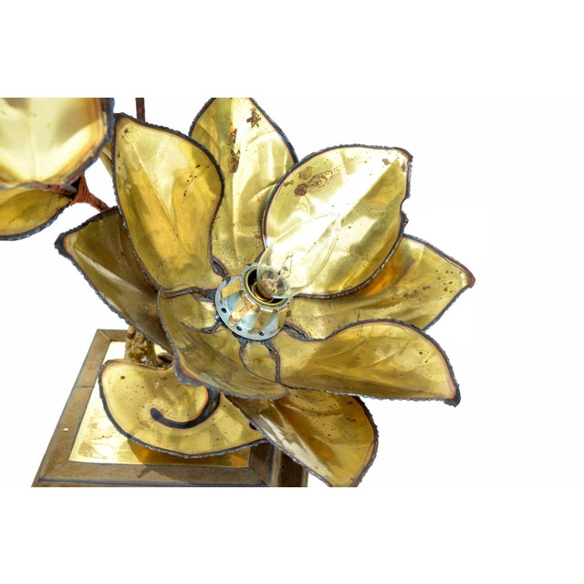 Maison Jansen French Mid-Century Modern 3 Light Cut Brass Flower Table Lamp For Sale - Image 10 of 13