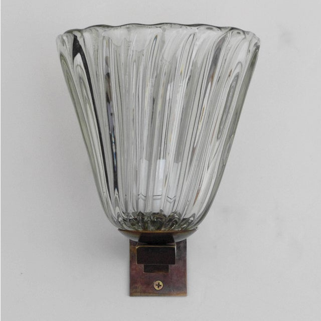 Vintage Italian wall light with clear ribbed Murano glass bell shade, mounted on brass bracket / Designed by Barovier e...