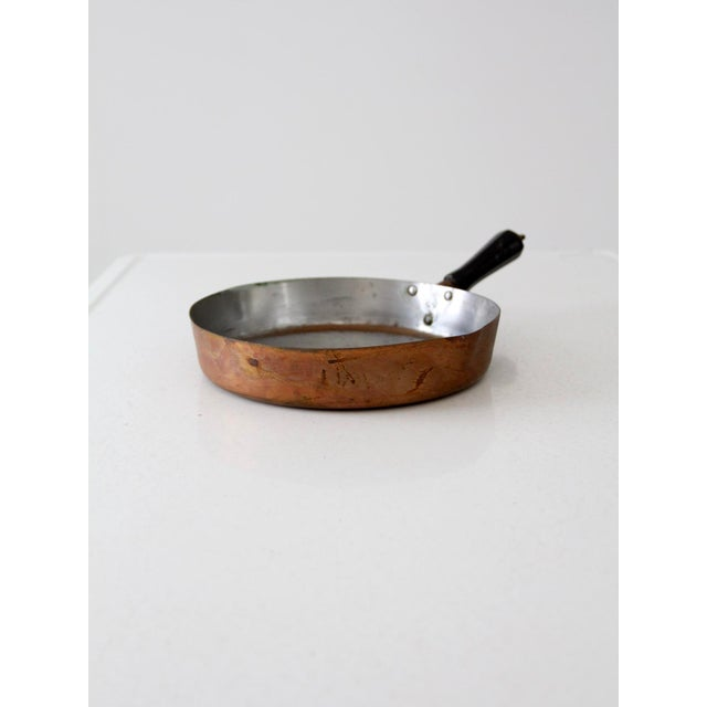 This is a vintage Revere copper pan. The solid copper pan features a stainless, lining lips on sides for pouring, and...