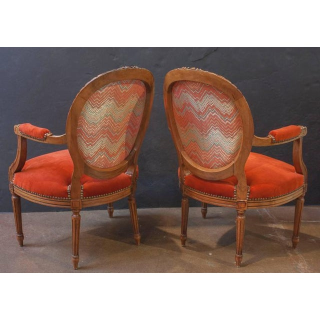Louis XVI Pair of French Louis XVI Style Round Back Open Arm Chairs For Sale - Image 3 of 6
