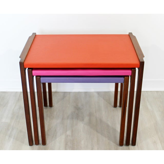 Jens Risom Mid Century Modern Walnut Vinyl Nesting Side Tables Jens Risom Pink - Set of 3 For Sale - Image 4 of 9