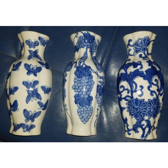 Vintage Blue Amp White Floral Porcelain Wall Pocket Vases Set Of 3 Chairish