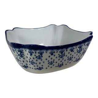 Vintage Serving / Salad Bowl Blue and White Bowl With Fluer-De-Lis Pattern For Sale