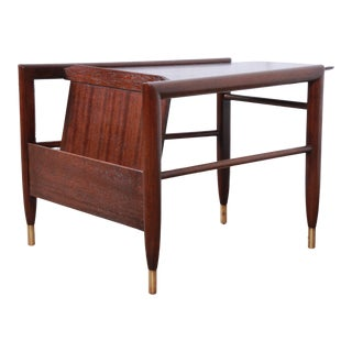 John Keal for Brown Saltman Mid-Century Modern Wedge Magazine Rack Side Table, Newly Refinished For Sale