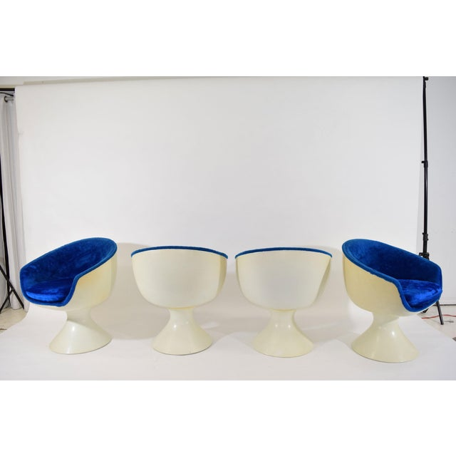 Four Space Age Style Bubble Chairs in Blue Velvet by Chromecraft - Image 6 of 7