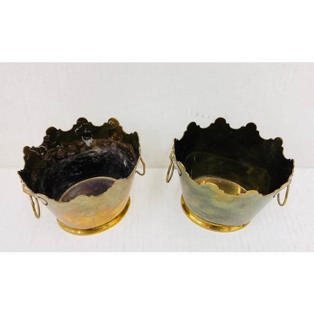 American Classical Pair Vintage Mottahedeh Planters For Sale - Image 3 of 6