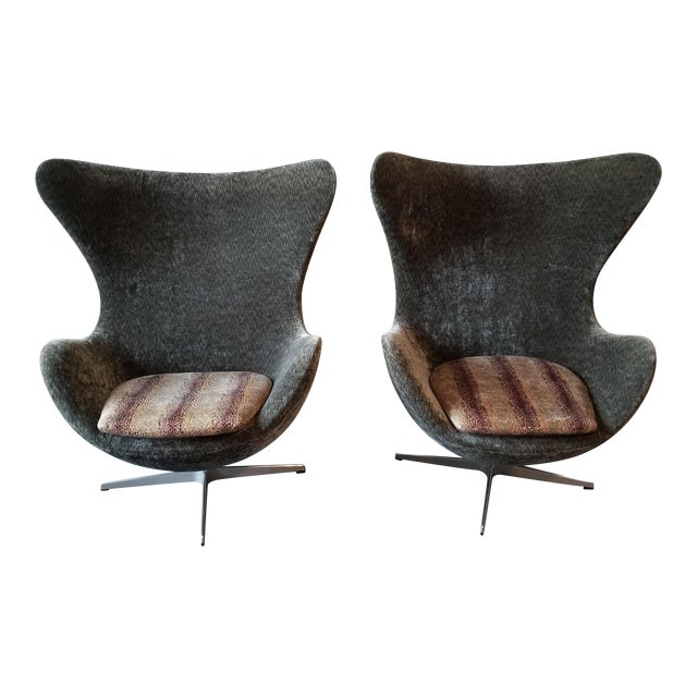 Arne Jacobsen for Fritz Hansen Egg Chairs - a Pair For Sale