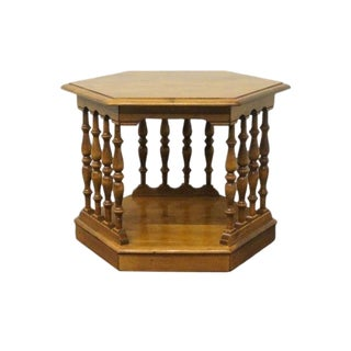 20th Century Early American Ethan Allen Heirloom Nutmeg Maple Hexagonal Spindle End/Lamp Table For Sale