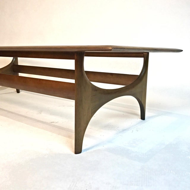 1960s Mid-Century Modern Sculptural Walnut and Glass Rectangular Coffee Table by Lane For Sale - Image 5 of 5