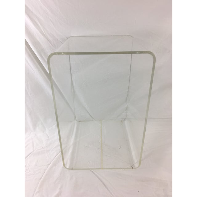 Contemporary Mid-Century Modern Lucite Nesting Tables - Set of 2 For Sale - Image 3 of 11