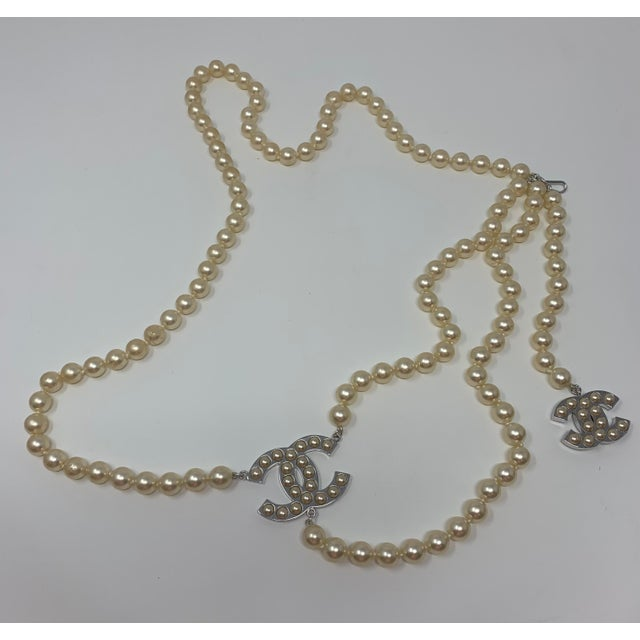 """Chanel Chanel White Gold Tone """"Pearl"""" Belt, 2008 For Sale - Image 4 of 8"""