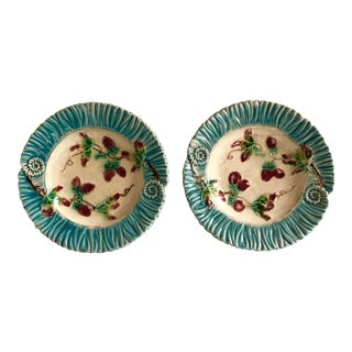 French Antique C.1890-1900 Majolica Strawberry & Ribbon Plates - A Pair For Sale