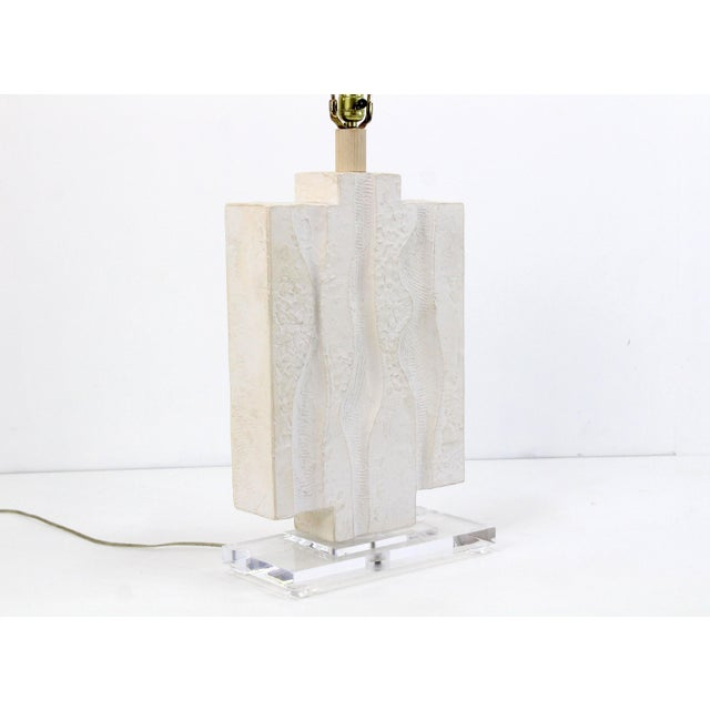 Mid Century Plaster Lamp on Lucite Base For Sale In Miami - Image 6 of 7