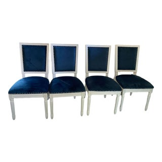 Safavieh Buchanan French Brasserie Navy Velvet Side Chair With Nailheads - Set of 4 For Sale