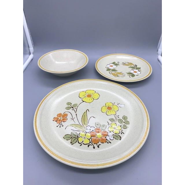 Hearthside Garden Festival's Sunshine Flowers Chop & Dinner Plates & Garden Festival Salad Plates - 9 Pieces For Sale - Image 9 of 13
