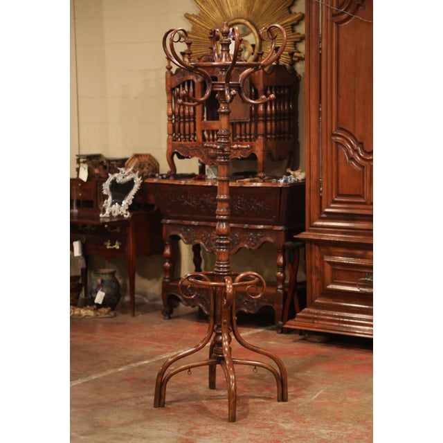 """Brown Early 20th Century Carved Bentwood Swivel """"Perroquet"""" Coat Stand Thonet Style For Sale - Image 8 of 8"""
