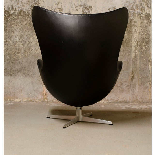 Fritz Hansen 1960s Vintage Arne Jacobsen Egg Chair and Ottoman For Sale - Image 4 of 8