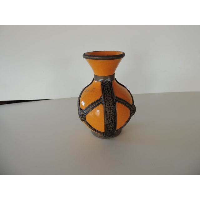 Late 20th Century Orange Moroccan Terracotta Decorative Vase For Sale - Image 5 of 5