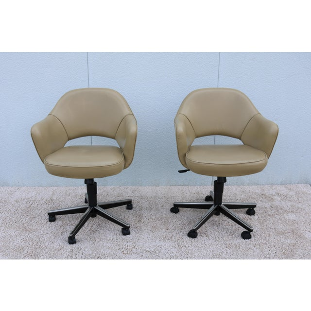 Stunning Authentic Mid century modern Saarinen Executive arm chair in Beige Leather with Swivel base by Knoll. One of...