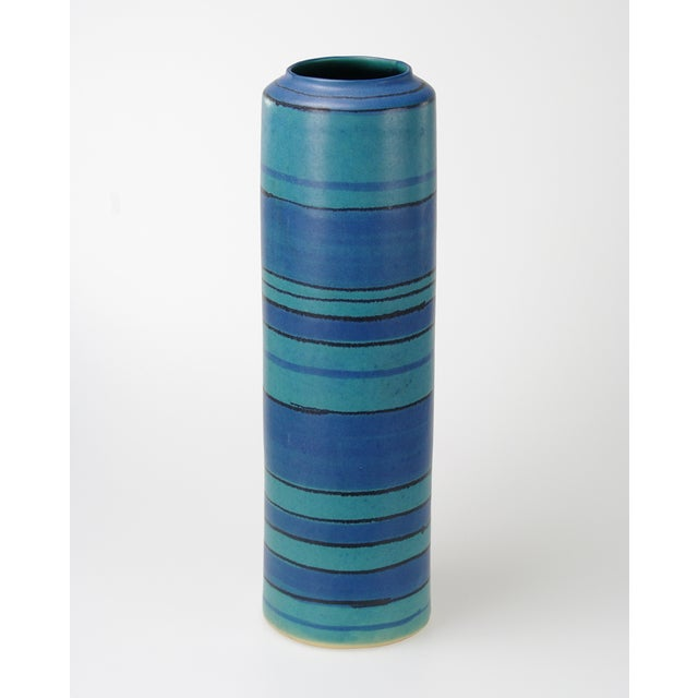 Glidden Gulfstream Vase by Fong Chow - Image 7 of 7