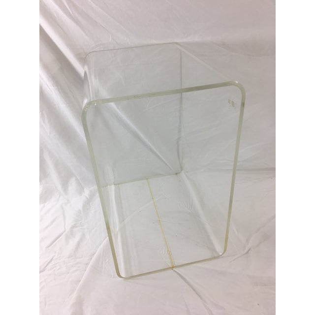 Mid-Century Modern Lucite Nesting Tables - Set of 2 For Sale - Image 9 of 11