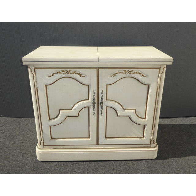 Vintage Thomasville French Country server. Features white & gold finish. Fold-out extendable top. Gorgeous server in great...