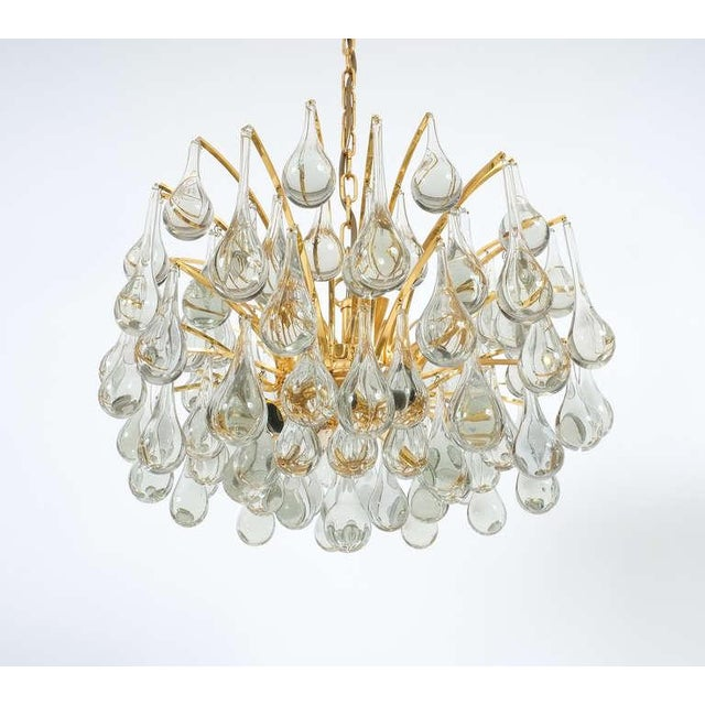 Mid-Century Modern Delicate Murano Glass and gilded Brass Tear Drop Chandelier, 1970 For Sale - Image 3 of 8
