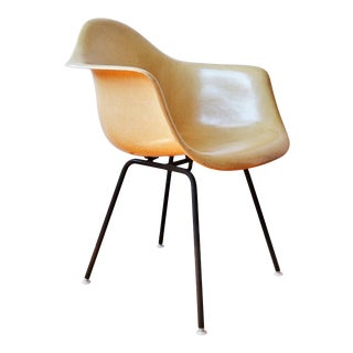 Mid-Century Charles & Ray Eames for Herman Miller Fiberglass Shell Chair For Sale