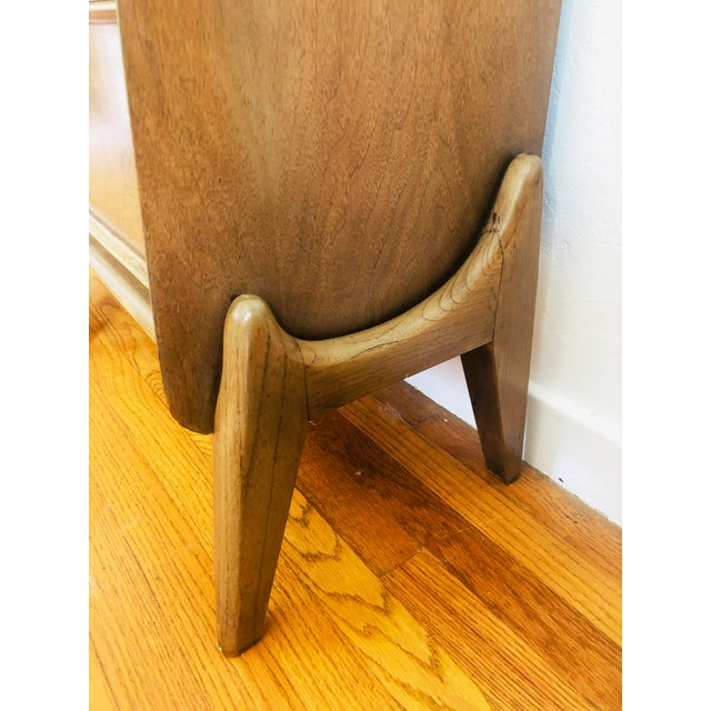 Mid 20th Century Pair of Mid Century Walnut Nightstands For Sale - Image 5 of 12