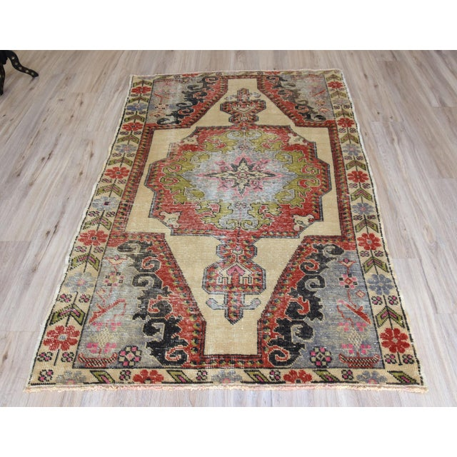 A medallion design Turkish Anatolian Oushak rug. Size => 203 x 126 cm -//- 80 x 50 inches Color => Muted Red, Beige, Blue...