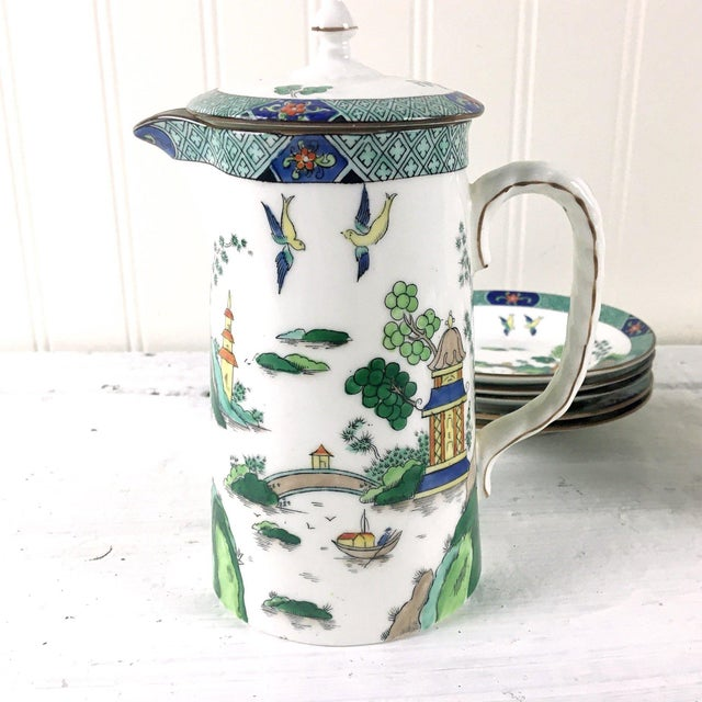 John Aynsley 1910s Asian Inspired English China Finger Bowls With Under Plates and Syrup Pitcher - 12 Piece Set For Sale In Boston - Image 6 of 12