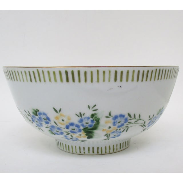 Asian Chinese Porcelain Serving Bowl For Sale - Image 3 of 7