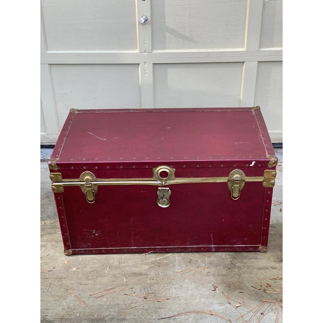 1980s Traditional Burgundy Trunk For Sale - Image 4 of 4