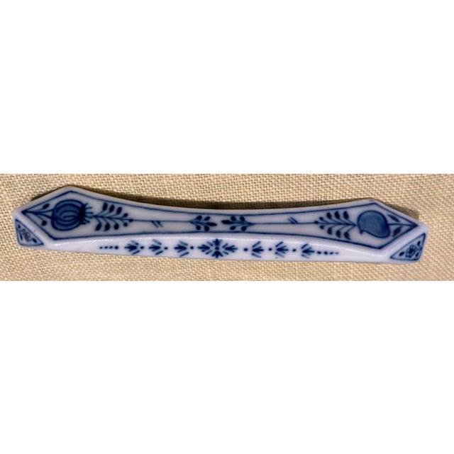 """Meissen Blue Onion """"Sword"""" Backstamp Knife Rests, Germany - Set of 8 For Sale - Image 9 of 11"""