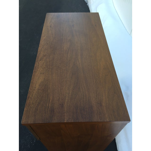 Bassett Mid-Century Chest of Drawers For Sale - Image 5 of 9