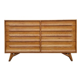 1960s Mid-Century Modern Solid Oak 8 Drawer Dresser For Sale