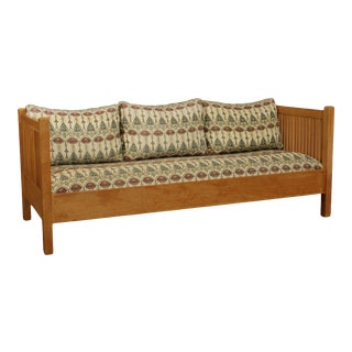 Stickley Mission Collection Oak Spindle Settle, Sofa For Sale