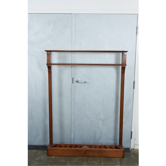 This distinguished pool cue rack has a lock and key to lock up to 24 cues. The piece has nice details including a top...