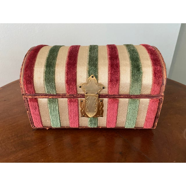 """Beautiful and large FOMERZ Italy domed box. Measures 9"""" wide, 5 1/2"""" wide, 5 1/2"""" tall. Features pink and green felt..."""