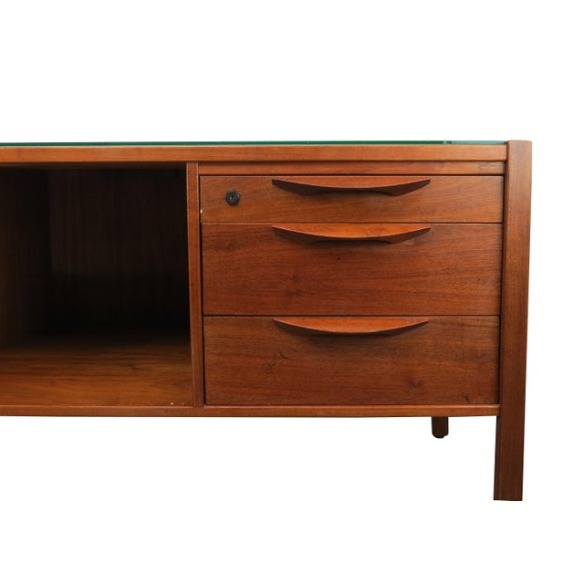 Jens Risom 1950s Scandinavian Modern Jens Risom Walnut and Glass 5-Drawer Credenza For Sale - Image 4 of 13