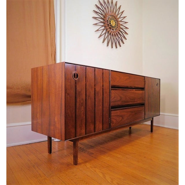 Mid Century Modern Stanley Walnut & Rosewood Buffet / Credenza 1960's By Stanley Furniture Co. Buffet/Credenza is in mint...
