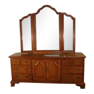 1980s Traditional Thomasville Fisher Park Collection Dresser With Mirror For Sale
