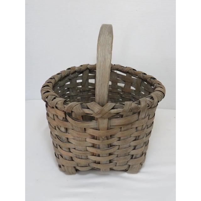 Antique handmade American primitive Ash splint basket with carry handle. New England Region. Nice original weather aged...