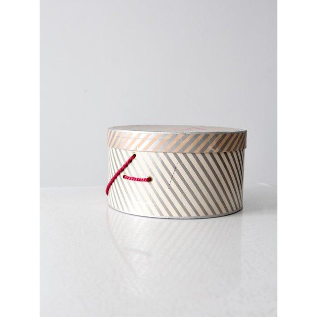 Vintage Berger's Hat Box For Sale - Image 4 of 11