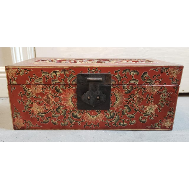 Chinese Late 19th Century Chinese Painted Lacquered Wood Carved Imperial Court Motif Chest For Sale - Image 3 of 10