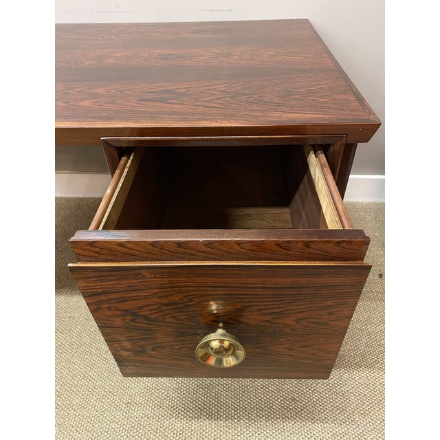 Stunning Vintage Mid Century Modern Rosewood Executive Desk 1960s Brass Hardware Beautiful For Sale In New York - Image 6 of 10